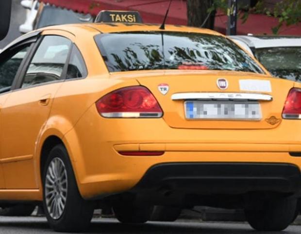Berrak Tüzünataç parasız taksiye bindi