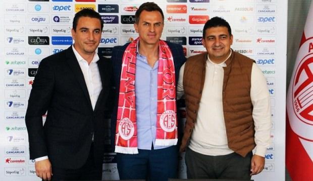 Antalyaspor Stjepan Tomas ile 2,5 yıllık sözleşme imzaladı