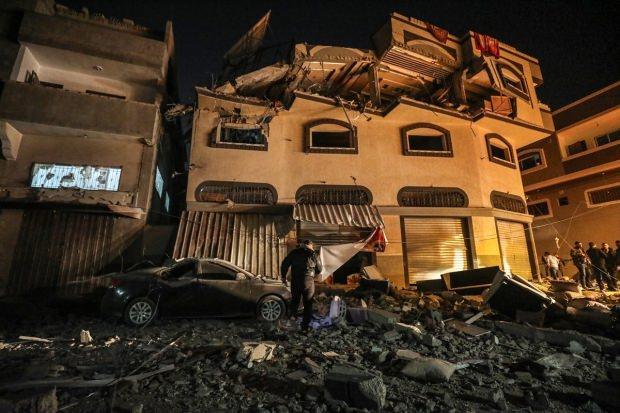 Ebu'l Ata'nın bombalanan evi...