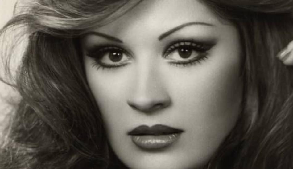 Güzelliği ile yıllara meydan okuyan Gülşen Bubikoğlu sosyal medyada TT oldu!