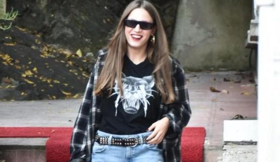 Serenay Sarıkaya'nın sokakta giydiği terlikleri olay oldu! 7 bin TL...