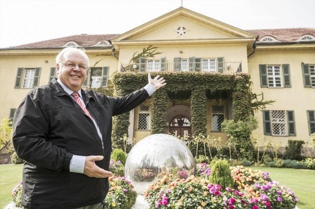Almanya'nın Ankara Büyükelçisi Martin Erdmann ve elçilik binası....