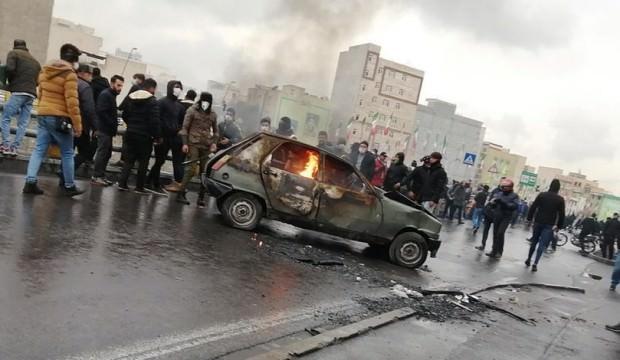 İran'daki olaylar futbolu vurdu! Maçlar ertelendi