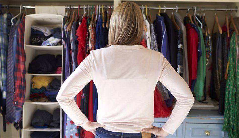 Yazlık kıyafetleri kaldırmanın püf noktaları nelerdir?