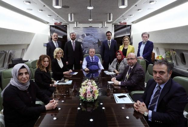 Son dakika: Cumhurbaşkanı Erdoğan, Katar dönüşünde uçakta gazetecilerle birlikte gündemi değerlendirdi