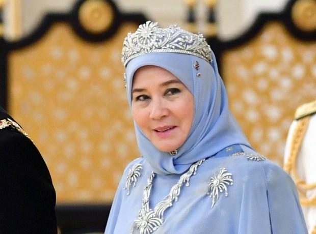 Malezya Kraliçesi Azizah Aminah Maimunah Iskandariah....