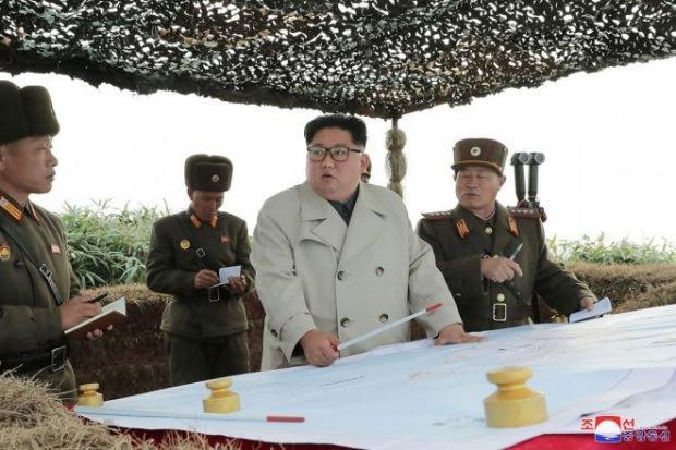 Kim Jong-un komutanlardan bilgi aldı...