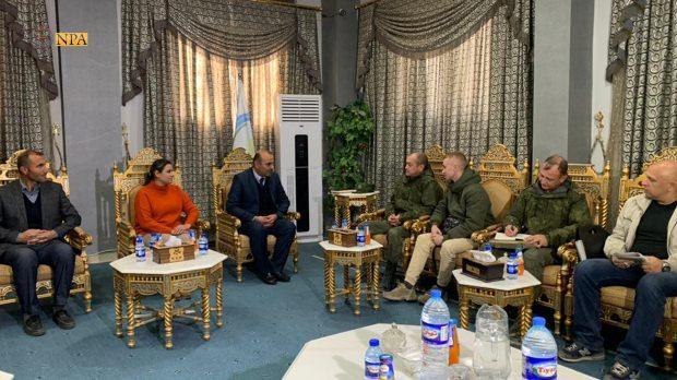 Rus heyeti Ayn el-Arap'ın sözde yöneticileriyle görüştü...