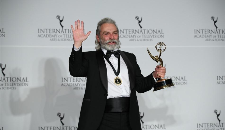 Haluk Bilginer'e Emmy ödülü kazandıran Şahsiyet dizisi Meksika'ya uyarlanıyor!