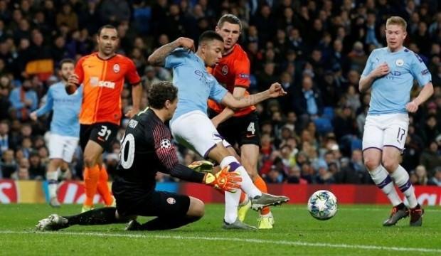 Manchester City beraberlikle son 16'da