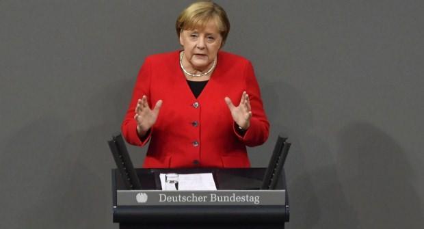 Merkel'in meclisteki konuşmasından bir kare....