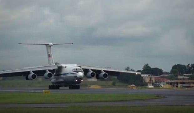 Rusya Gabon'a bir uçak dolusu silah gönderdi!