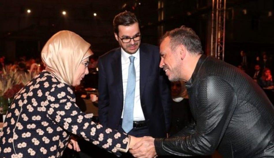 Yusuf İslam'la sohbet etmeye çalıştı! İmdadına Emine Erdoğan yetişti...