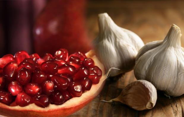 Antioksidan bakımından zengin olan sarımsak ve nar gibi besinler periferik arter rahatsızlığının yaşanmasını önler.
