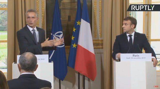 Macron ve Stoltenberg'in düzenlediği ortak basın toplantısında bir kare...