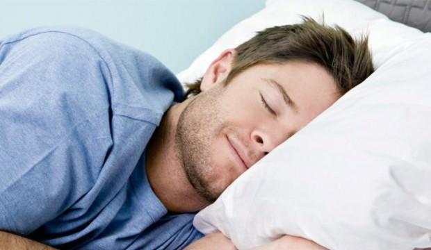 9 saatten fazla uyumak felç riskini artırıyor