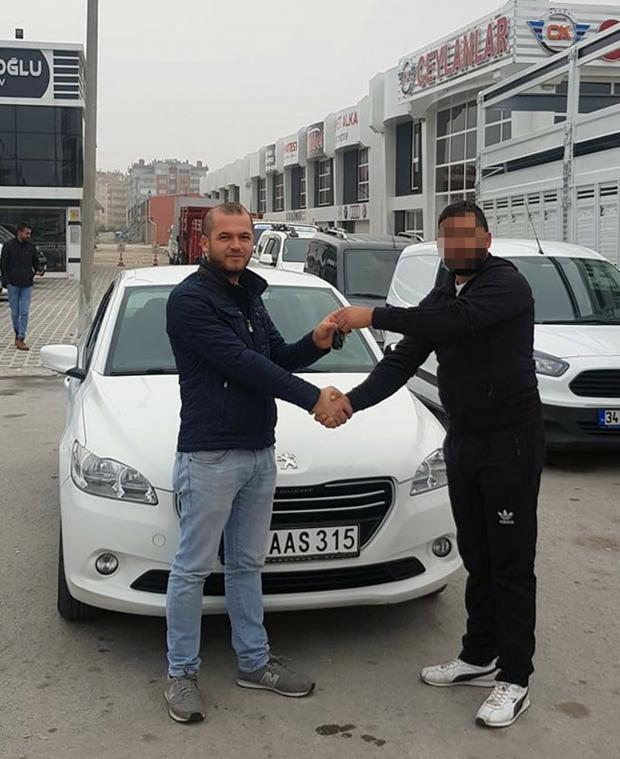 Osman Erdoğan'ın satın aldığı otomobile, Konya Şoförler ve Otomobilciler Odası, kullanımda olan plakayı basıp, verdi.