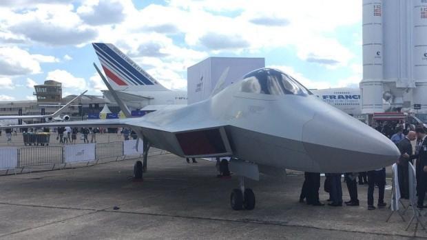 Milli muharip uçağın birebir modeli ilk defa Paris Air Show'da sergilenmişti...