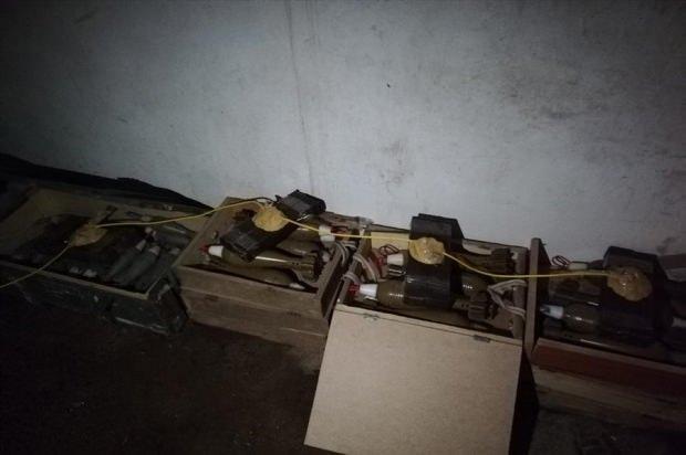 PKK/YPG'li teröristlere ait mühimmatlar.