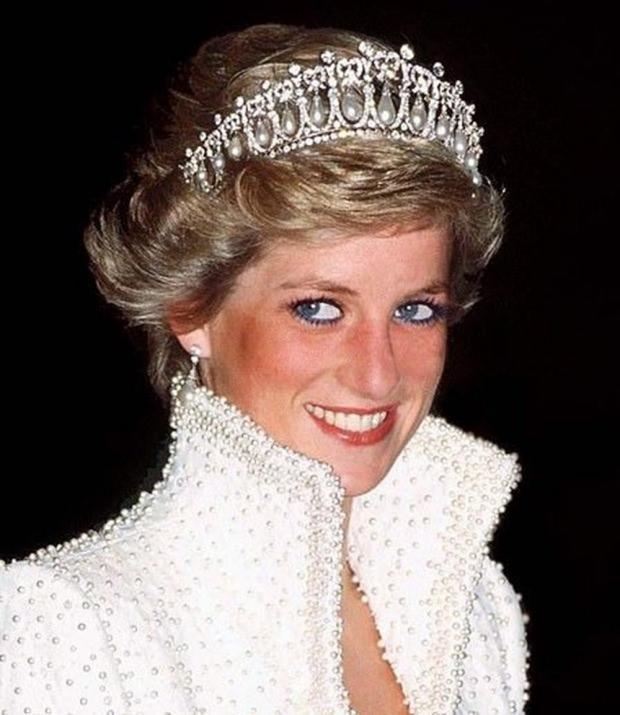 Kate Middleton Prenses Diana'nın tacını taktı