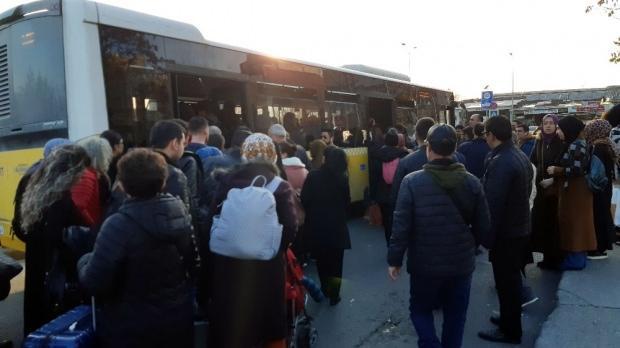 Vatandaşlar Yenikapı'dan Aksaray'a görevli otobüslerle gitti.