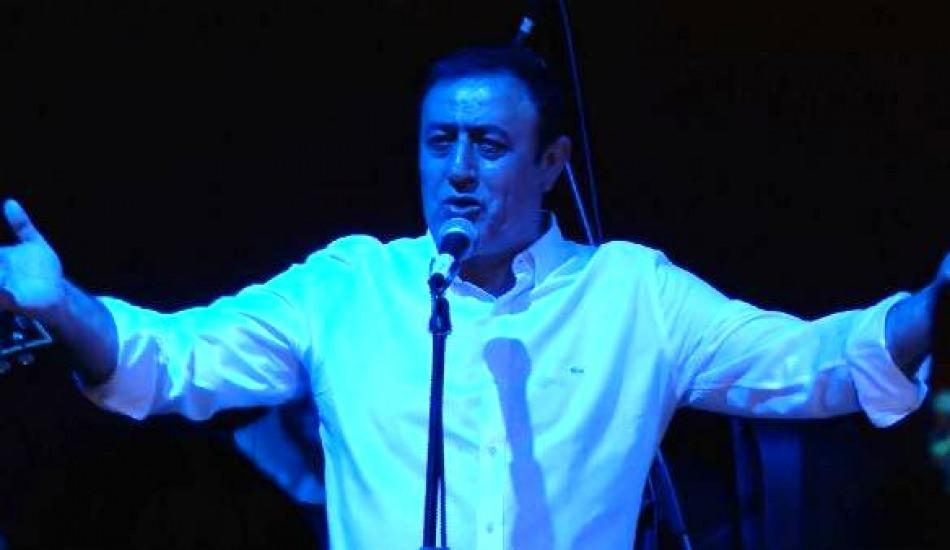 Türkücü Mahmut Tuncer rock şarkı söyledi