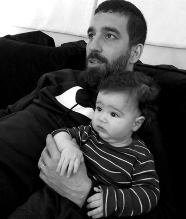 Hamza Arda ile babası Arda Turanın ilk paylaşımından bir kare
