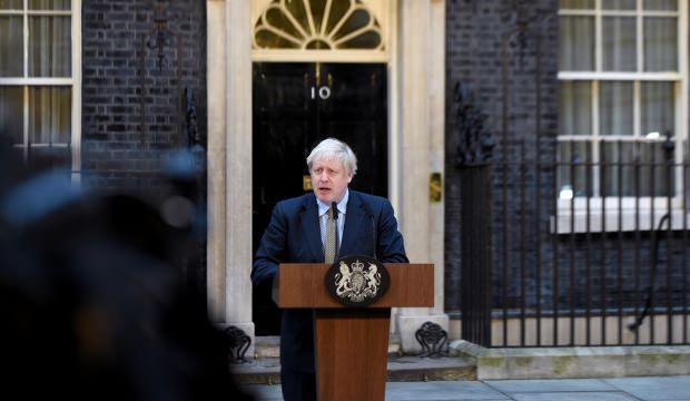 Trump İngiltere'de seçimleri kazanan Johnson'ı tebrik etti