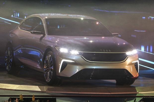 Türkiye'nin tanıtımını yaptığı C-SEDAN model yerli otomobil
