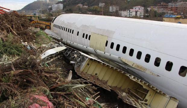 Pistten çıkan uçak bir ilçenin başına dert oldu
