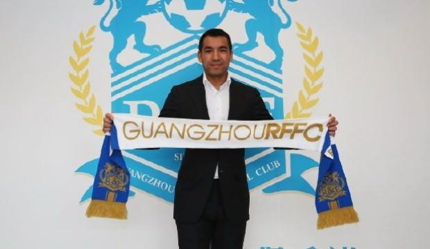 Guangzhou'nun yeni hocası van Bronckhorst oldu