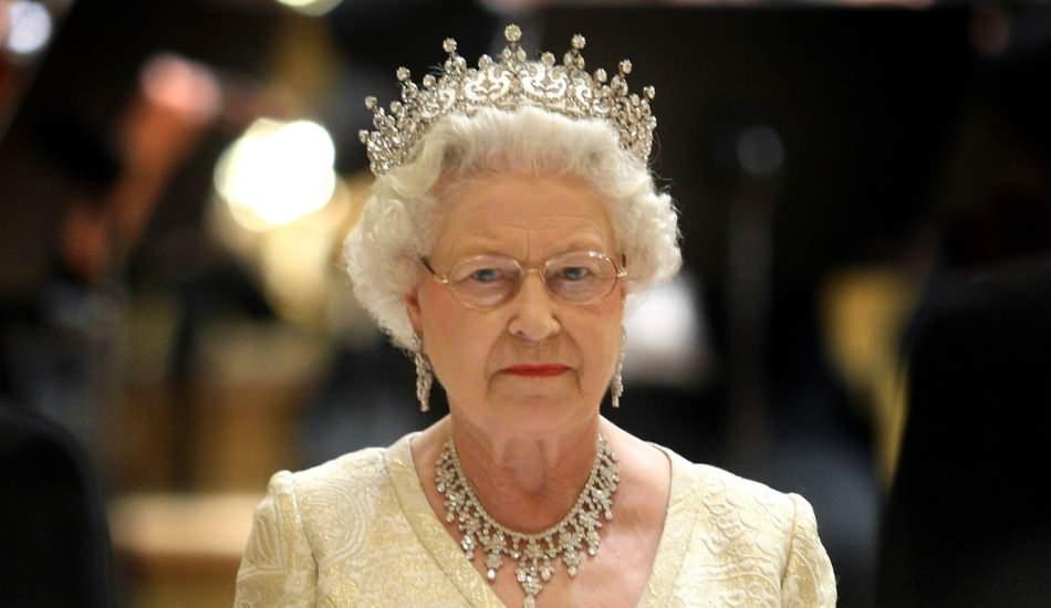 İngiltere Kraliçesi 2. Elizabeth sarayına temizlik görevlisi arıyor! Ölü sineği bulacak kişiye servet...