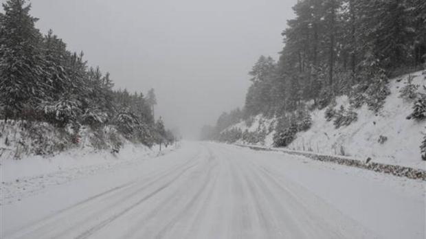 Kar nedeniyle Şenpazar'da ilk ve orta dereceli tüm okullarda eğitime bir gün ara verildi.