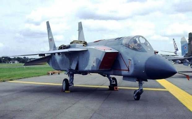 Yak-141 savaş uçağı dikey iniş-kalkış yapabiliyor....