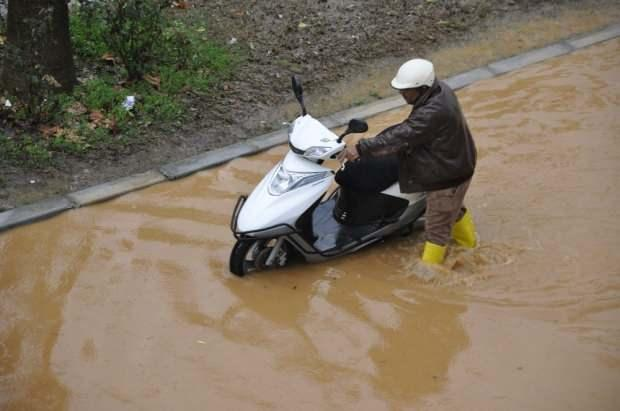 Son dakika haberi! Antalya'da yoğun yağış nedeniyle vatandaşlar zor durumda kaldı.