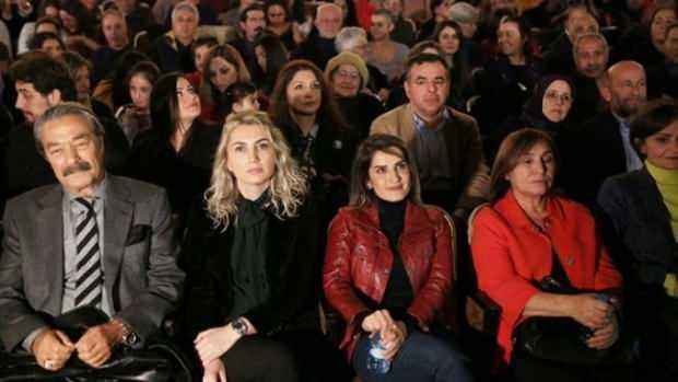 Kadir İnanır, Selahattin Demirtaş'ın yazdığı tiyatro oyununu seyretti.