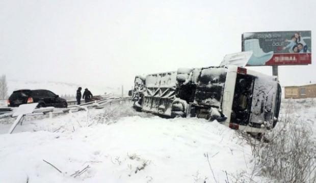 Kütahya'da yolcu otobüsü devrildi: Çok sayıda yaralı var