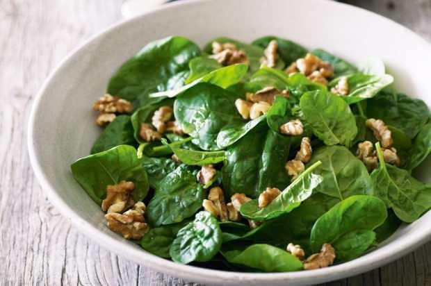 diyet yapmak isteyenler için ıspanak salatası