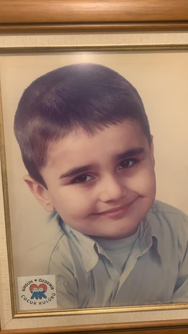 CZN Burak Özdemir'in çocukluk fotoğrafı
