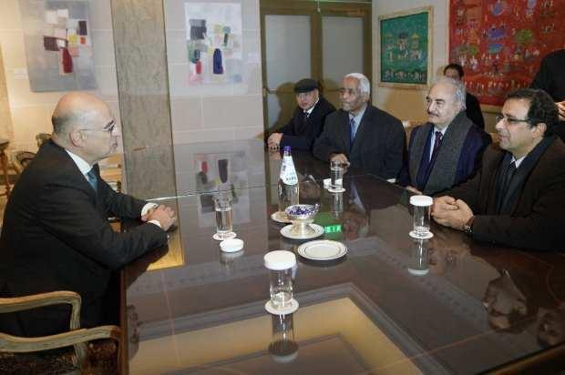 Libya'nın darbeci generali Hafter, Atina'da Yunanistan Başbakanı Miçotakis ve Dışişleri Bakanı Dendias ile bir araya gelmişti.