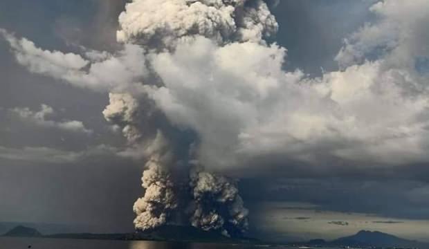 Yanardağı lav püskürtmeye devam ediyor! 30 bin kişi tahliye edildi