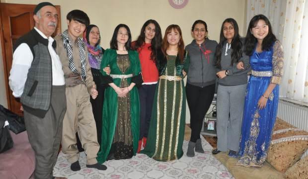 Güney Kore'den gelip, 2 gün Hakkarili aileye misafir oldular