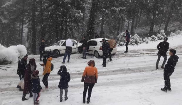 Kar görmeye giden 200 kişi dönüş yolunda mahsur kaldı