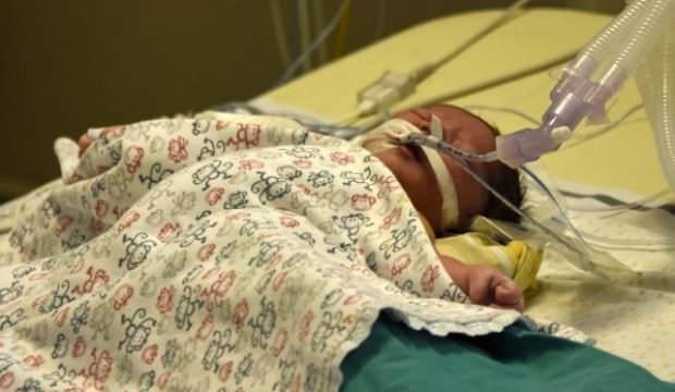 Muhammet bebek kalbi durdurularak ameliyat edildi
