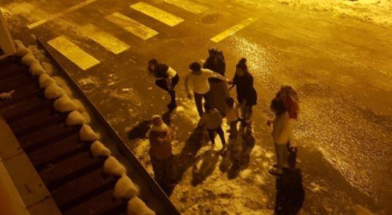 Son dakika haberi! Elazığ'da yaşanan deprem çevre illerde de çok şiddetli şekilde hissedildi. Vatandaşlar deprem anında sokağa döküldü.