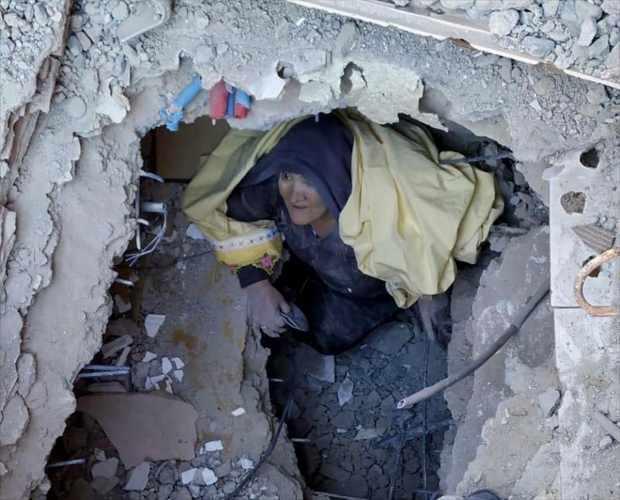 Elazığ'ın meydana gelen depremin ardından arama kurtarma çalışmaları devam ediyor.