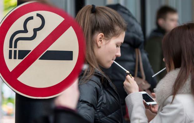 Sigara içen kişi