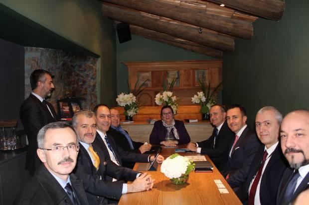 Ticaret Bakanı Ruhsar Pekcan, 50'nci Dünya Ekonomik Forumu (WEF) toplantıları kapsamında Davos'ta kurulan Türk Evi'ni ziyaret etti.