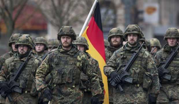 Alman ordusu aşırı sağcı askerleri soruşturuyor