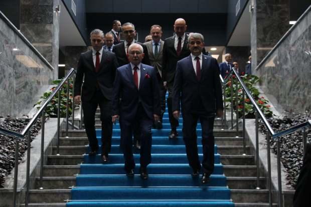 YSK eski Başkanı Sadi Güven, yeni Başkan Muharrem Akkaya'ya görevi devretti